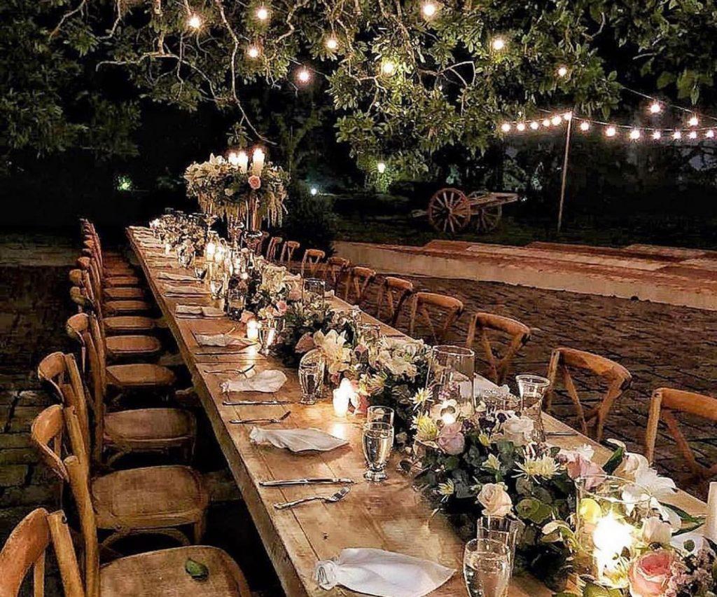 mesa decorada en estilo rústico